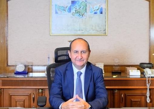 وزير التجاره و الصناعه المهندس عمرو نصار