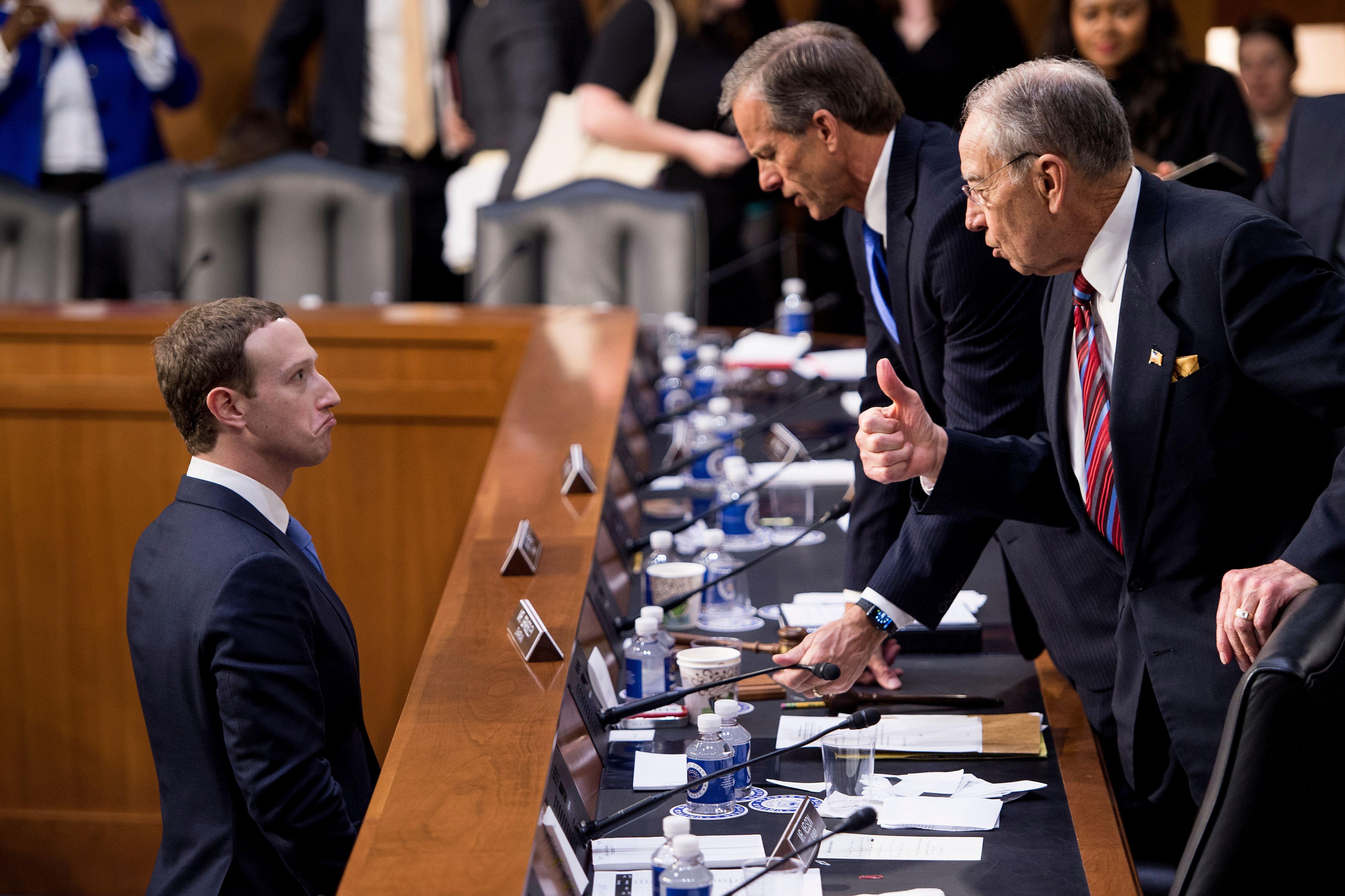 فيسبوك-غرامات-بيانات المستخدمين-مارك زوكربيرج