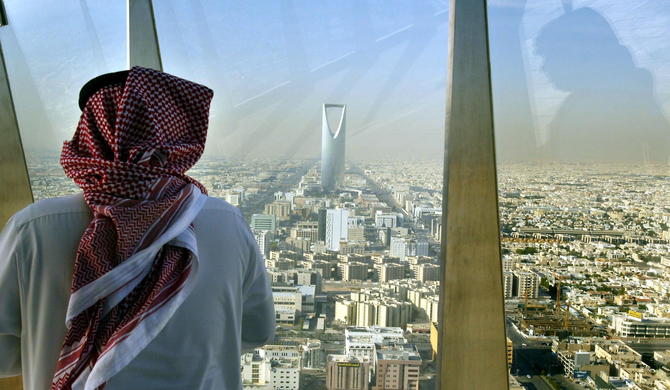 السعودية تصدر 584 ألف تأشيرة عمل بالربع الأول 99% منها للقطاع الخاص والأفراد